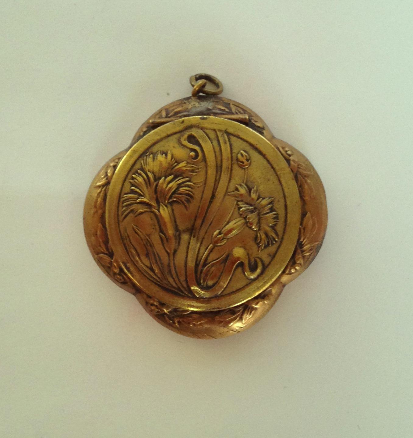 Art Nouveau Chatelaine Compact
