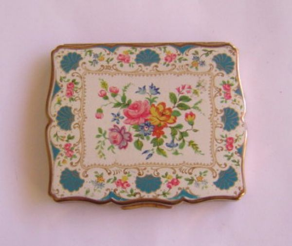 Stratton floral compact