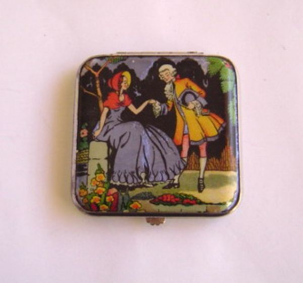 Gwenda Regency couple square compact